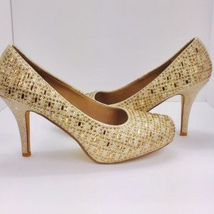 NWOB gold sparkly pumps